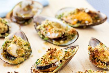Mussels with garlic butter & parsley crumbs