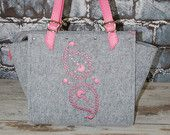 Fashionable felt & leather bag with pink leather