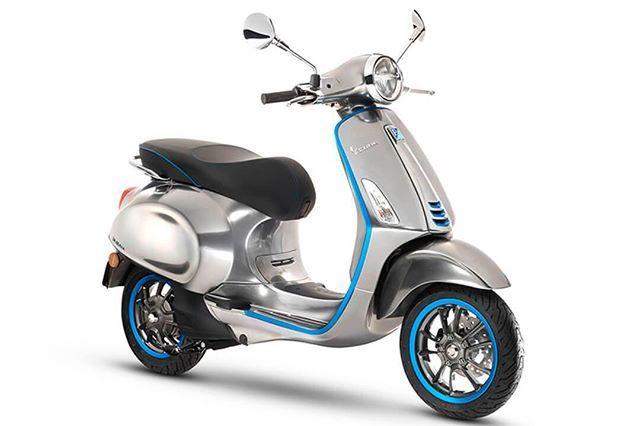 en el marco del marco del Salón Internacional de la Moto en Milán el realizador de motonetas por excelencia ha develado su inserción en el mercado eléctrico: Vespa Elettrica. Relacionada: De las pistas a las calles la Ducati de 214 CV que te hará volar Sus características de propulsión superan las de scooters tradicionales la marca perteneciente al grupo Piaggio tales como el Vespa Sprint 50. El modelo Elettrica cuenta con un motor eléctrico con potencia continua de 2 Kw y una máxima de 4…