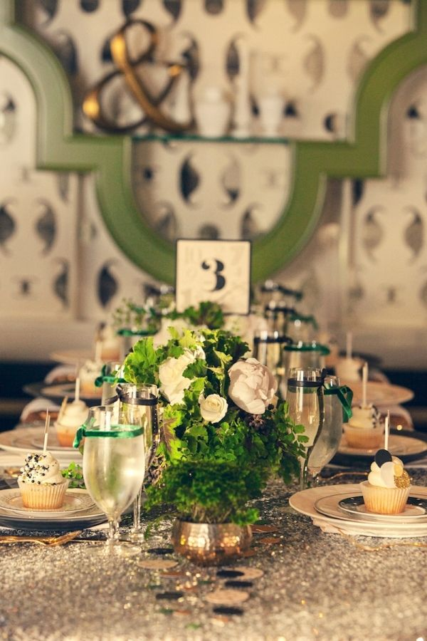 Green and gold tablescape  // green and gold are such elegant colors for a wedding. love.