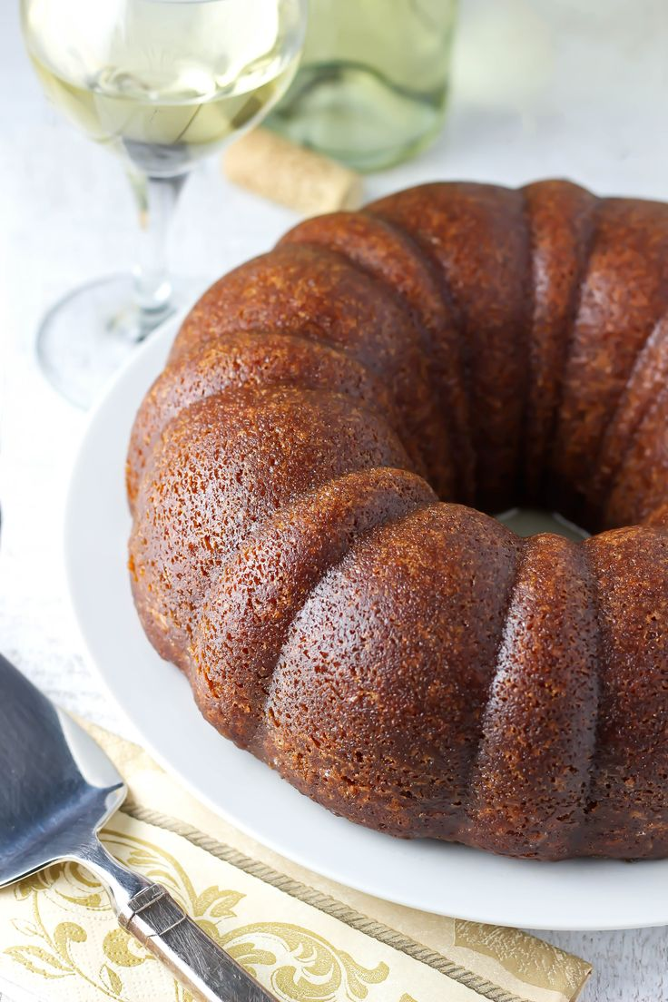 An unexpected combination of white wine and cinnamon makes this white wine cake recipe totally addictive. It's beautiful, ultra-moist, and so easy!
