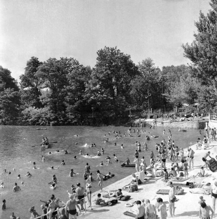 Tómalom Fürdő, strandszezonban 1970 körül.