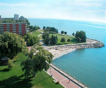 Waterfront Hotel in Burlington - close to all the action!