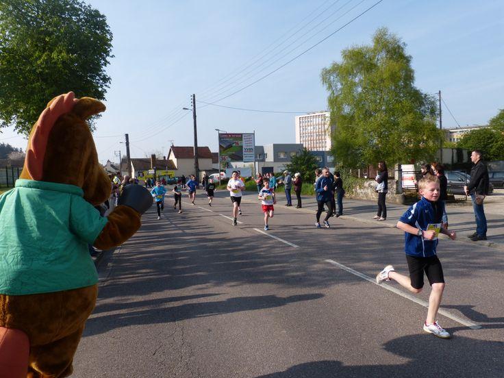 Norman encourage les petits coureurs d'Alençon Medavy !