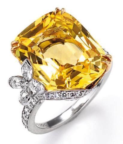 Harry Winston,. Collection Marquesa. Bague ornée d'un saphir jaune taillé en coussin et de 73 diamants ronds, taillés en poire et en marquise.