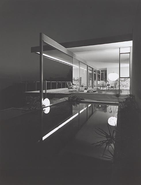 Case Study House #22, (daytime pool), 1960 Los Angeles, CA / Pierre Koenig, architect © Julius Schulman