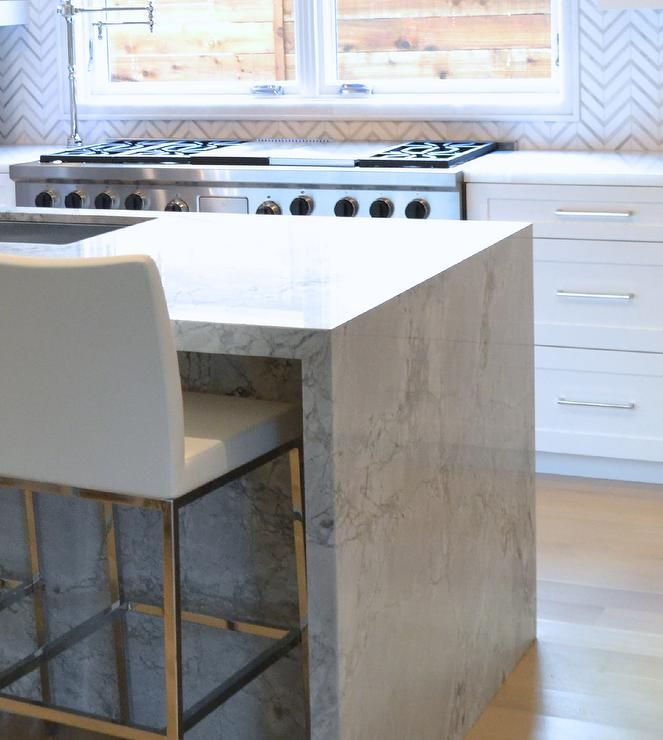 Countertop Around Stove : ... countertops and a white and gray marble herringbone tile backsplash
