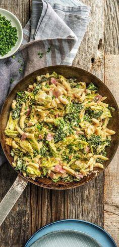 Step by Step Rezept: Gebratene Spätzle mit Bacon, kräftigem Bergkäse und Wirsing Rezept / Kochen / Essen / Ernährung / Lecker / Kochbox / Zutaten / Gesund / Vegetarisch / Schnell / Frühling / Soul Food / Deutsch #hellofreshde #kochen #essen #zubereiten #zutaten #diy #rezept #kochbox #ernährung #lecker #gesund #leicht #schnell #frühling #spätzle #bacon #soulfood #deutsch
