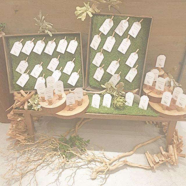・ ・ ・ *escort card* ・ ・ テーブルナンバーの書かれた エスコートカード。 カードに一言メッセージを添えるだけでも ゲストへの些細な おもてなしのひとつです♡ ・ ・ #wedding #weddingdress #diy #weddingflowers #flower #flowers #escortcard #ronherman #披露宴 #花 #エスコートカード #小花 #ウェディングプランナー #ウェディングレポ #丸太 #芝生 #会場装花 #結婚準備  #ウェディングドレス #カード #花嫁 #プレ花嫁 #卒花嫁 #卒花 #花畑 #花嫁diy #ガーデンウェディング #結婚 #手作り #グリーン