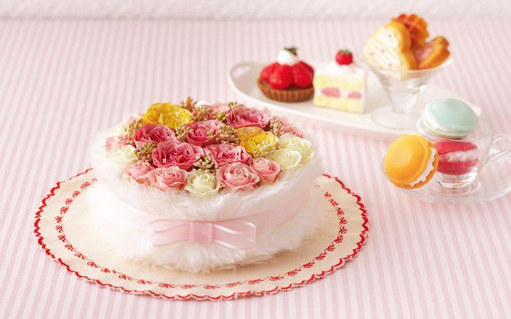 Süslenmiş yaş pasta