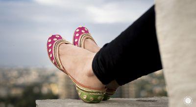 cute juttis, two-tone juttis, pink and green juttis , mehendi function shoes , dholki night shoes