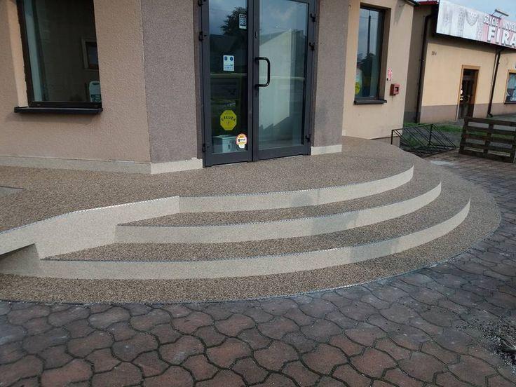 Krásný slunečný pátek Vám přejeme, dnes s realizací našeho zahraničního partnera CarpetStone :). Kombinace mramorových kamínků TopStone dá krásně vyniknout zajímavým schodům, co říkáte? https://www.facebook.com/photo.php?fbid=163894350844625&set=pcb.163894457511281&type=3&theater #topstone #kamennýkoberec #mramorovýkoberec #schody #exteriér #carpetstone