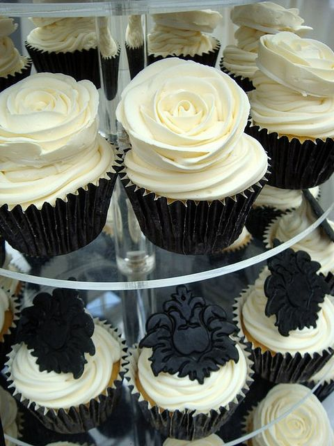 gorgeous black and white cupcakes @Bailee Kaul Kaul A Look at the damask cupcakes!