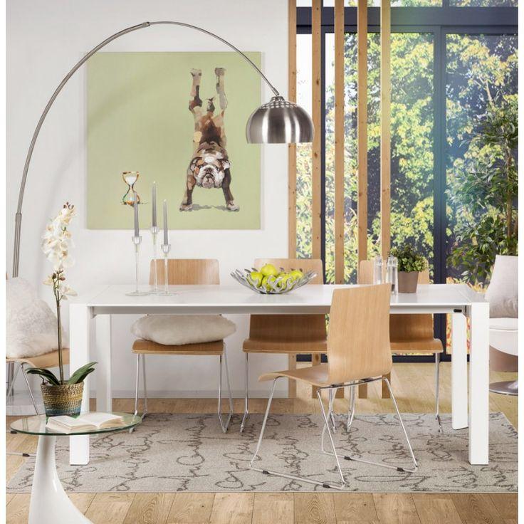 La table macy est robuste et pratique en bois peint blanc elle dispose de deux rallonges subtilement cachées dans un tiroir de la table mobilier design
