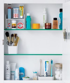 83 best images about bathroom organization on pinterest shelves medicine cabinets and lazy susan for How to organize bathroom cabinets
