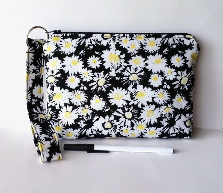 Handmade Zipper Wristlet Purse Makeup Bag iPhone Kindle Case Wallet Daisies Gift #handmade #wristletwallet  #zipperurse #wallet #iphonecase #phonecase #pencilcase #gift