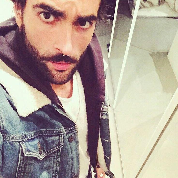 """""""Mi piace"""": 28 mila, commenti: 552 - Marco Mengoni (@mengonimarcoofficial) su Instagram: """"E siamo più di un MILIONE. Anche qui.  Buon weekend ESERCITO!"""""""