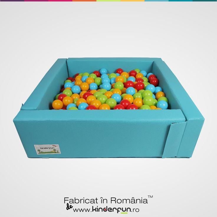 Piscina cu bile ONE Bleu, ce sentiment fantastic sa te scufunzi intr-o mare de bile colorate. Piscina cu bile ofera o atmosfera placuta si relaxanta unde copiii vor constientiza spatiul dar isi vor dezvolta si abilitatiile motorii cat si modul de comunicare cu cei din jurul lor. Materialul este placut la atingere, moale si rezistent. Piscina cu bile este compusa din 4 pereti modulari si sezut. Soft Play Ball Pool Kids Kinderfun™