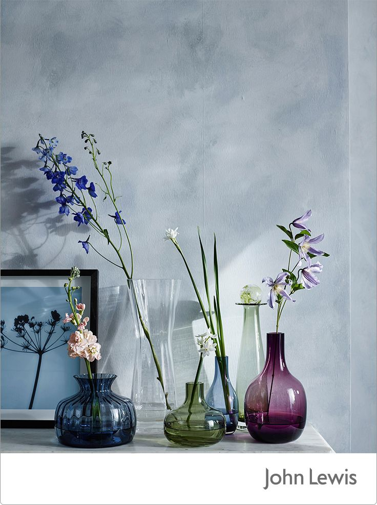 This month's EDIT is inspired by our Leckford Estate in Hampshire, bringing you the colour and motion of country gardens in spring. Usher in spring to your home with coloured glass vases filled fresh floral arrangements.