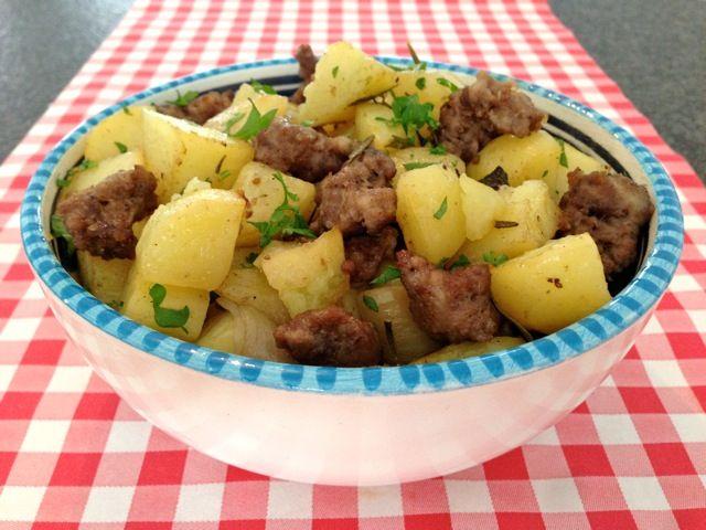 Worst met aardappelen uit de oven   Het lekkerste recept vind je op AllesOverItaliaansEten.nl