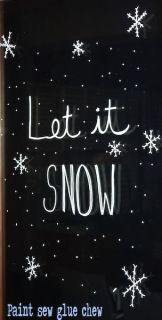 Chalk marker christmas decorations on windows // PaintSewGlueChew.com #chalkmarker #poscapen #christmasdecorations #chalkmarkerdecorations