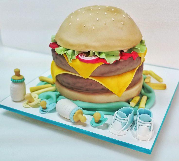 """""""Cheeseburger Cake"""" Bolo esculpido, sabor baunilha com doce de leite! #bolo #hambúrguer"""
