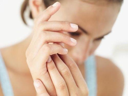 Como hacer desinfectante de sabila y lavanda para las manos2