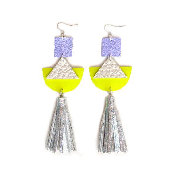Triangolo geometrico orecchini, orecchini di Neon giallo in pelle metallizzata, pelle argento olografico nappa orecchini, gioielli con ologramma futuristico