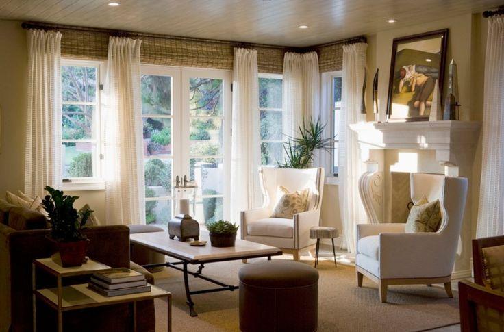 Белые шторы и бамбуковые жалюзи