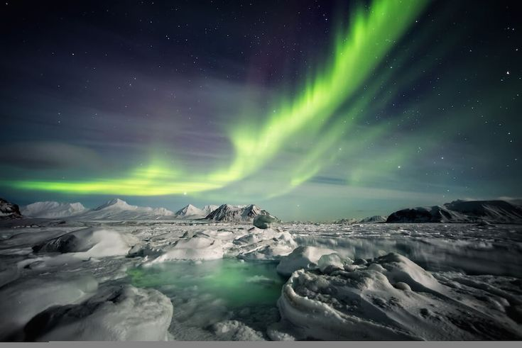 Nordlichter Island / Click und Mix Gletscherspalten, Eishöhlen und ganz neue Perspektiven auf die Welt aus Eis erwarten dich hier während der 3-stündigen Tour. Abends geht's dann auf die Jagd nach Nordlichtern. #ExpediaDE