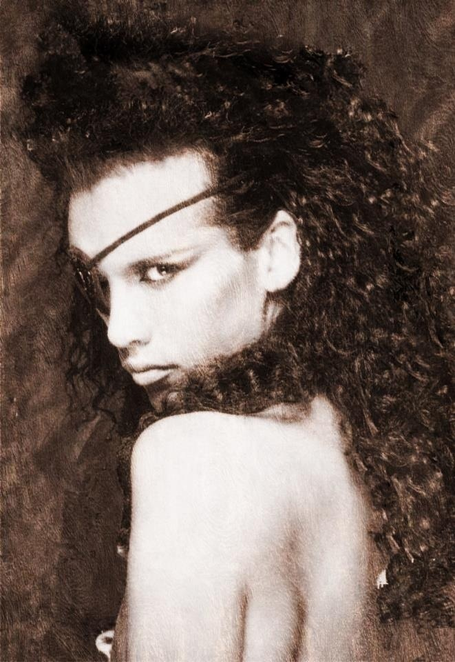 Pete Burns (August 5, 1959) British singer known from the group Dead or Alive.