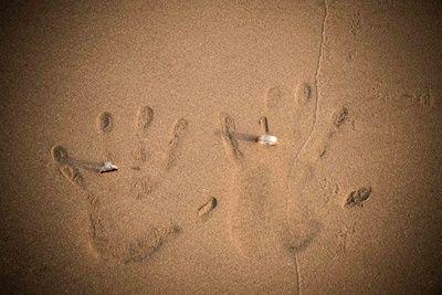 unique engagement ring photographs , beach photography