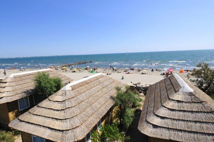 HUISJES AAN ZEE! Camping Le Boucanet is gelegen in de Camargue,  - aan zee  - met directe toegang tot het strand  - mobil homes; sommige bevinden zich direct aan het strand, waar u kunt genieten van de zonsopgang en zonsondergang over de zee vanaf uw terras!  - De camping heeft een prachtig zwempark met een verwarmd zwembad en glijbanen, een verwarmd overdekt zwembad.