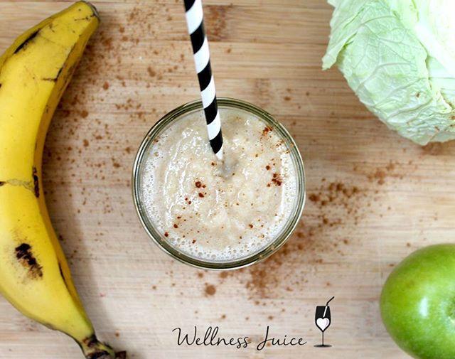 Empezamos semana 2!! Este es el bstido para el lunes!!  1 plátano 1 manzana verde  1/4 col lisa  medio vaso de agua  canela Podéis utilizar la col cocida ligeramente al vapor o cruda. Si es cruda se quedará más sabor a col y con una textura más grumosa. Este lo hice con la col hervida  #miniretobatidoswellness #wellness #wellnessblogger #batidos #smoothie #nutritivo #sano