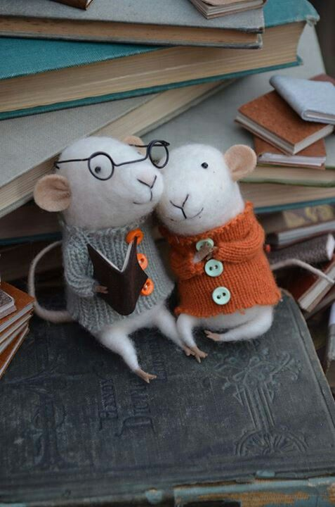 Cozy felted mouse couple