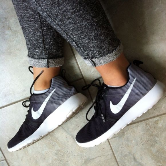 Nike Roshe Run in Black/White Ombre excellent condition, size 7Y or 8.5/9 womens Nike Shoes Athletic Shoes