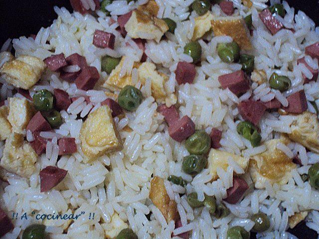 El arroz tres delicias, te servirá de sabrosa guarnición o completo plato o cena.