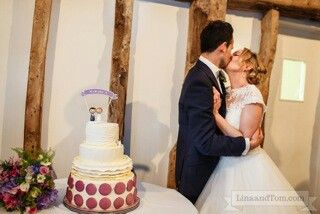 Buttercream weddingcake with macaroon layer...special cake for special people!