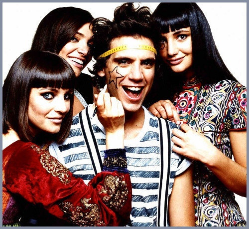 Mika and his 3 sisters, Yasmine, Paloma, and Zuleika