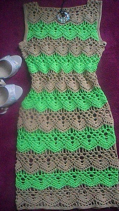 Vestido bicolor em crochê