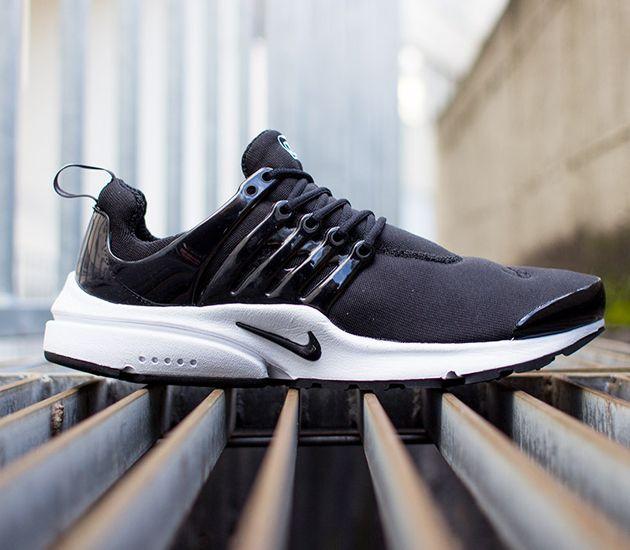 Nike Air Presto – Black / White