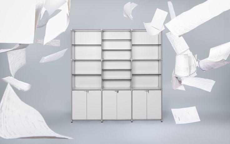 Das modulare Aktenregal in lichtgrau für's Büro oder Home Office mit verschließbaren Türen kann in der Form, Farbe und Größe individuell geplant werden.
