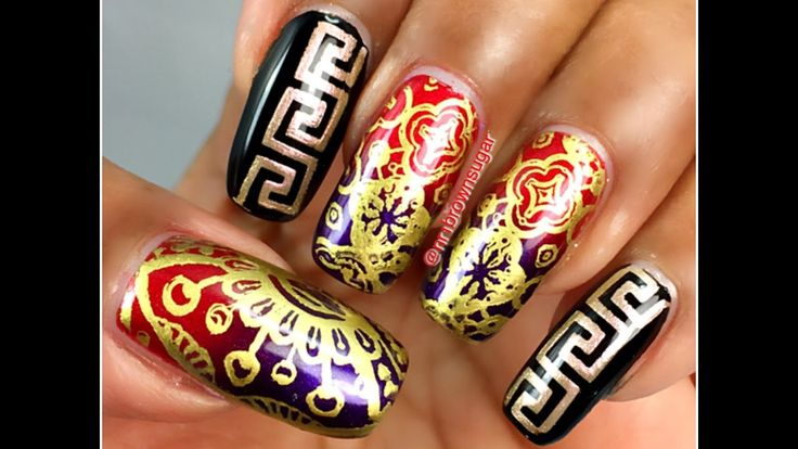 Abstract design using what's up nails plate and vinyls