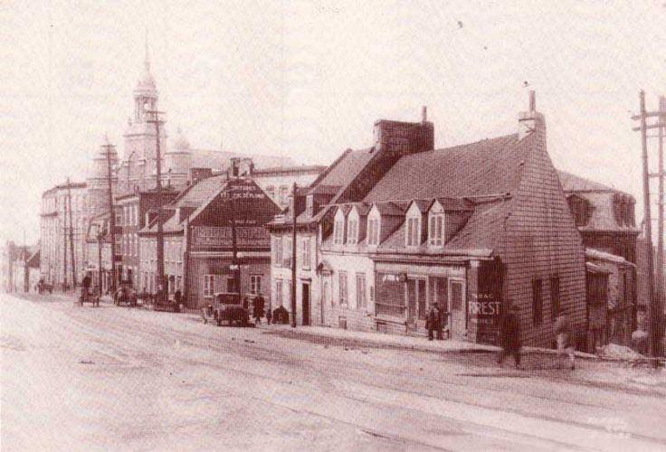 Vue de la côte d'Abraham, à la hauteur de la rue d'Youville, Québec. Source inconnue