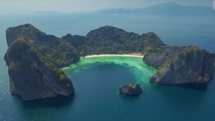 One of Earth's last paradises, Myanmar's remote Mergui Archipelago is made up of 800 beautiful islands.