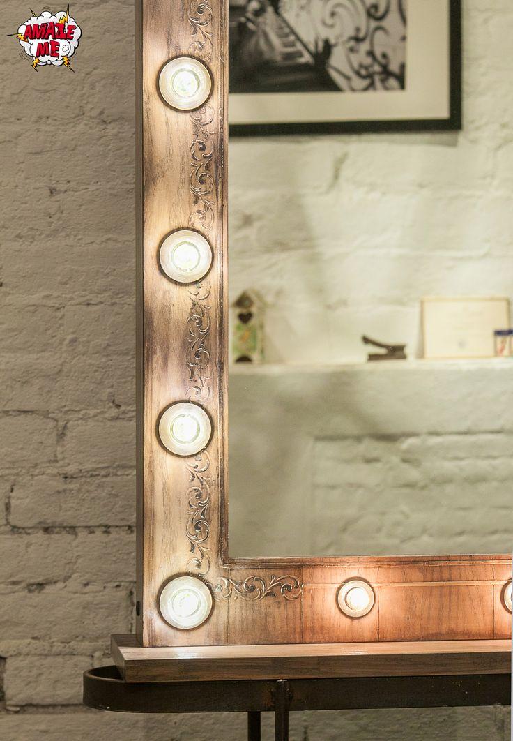 """Деликатный характер, выдержанный стиль и благородные цвета, подчеркнутые утонченным узором - именно так можно представить наше новое гримерное зеркало """"Великая красота"""". Гримерное зеркало """"Великая красота"""" создано для классических интерьеров, но его роскошная фактура дуба и изысканный узор великолепно дополнят простые и легкие интерьеры в скандинавском или неоклассическом стиле."""