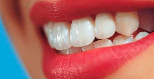 ΔΕΝ ΚΟΣΤΙΖΕΙ ΟΥΤΕ ΕΝΑ ΕΥΡΩ! Δείτε πως θα αποκτήσετε λευκά δόντια με φυσικό τρόπο
