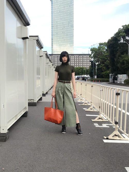 今日も私服です、東京ゲームショウで(別現場だけど)みりんがいるから緑にしてみました。短い網タイツ。
