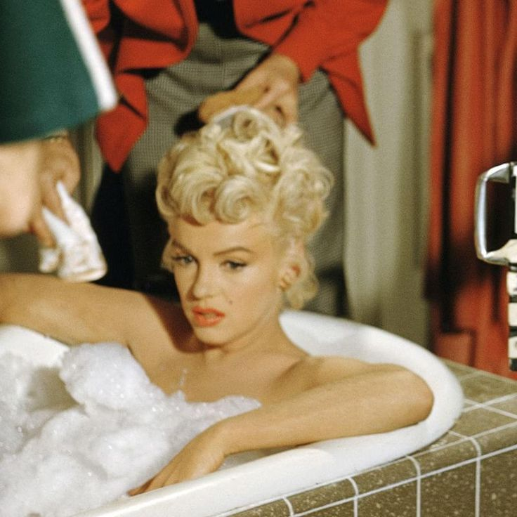 Go Behind the Scenes On Set with Marilyn Monroe | Marilyn monroe photos, Marilyn monroe, Marilyn