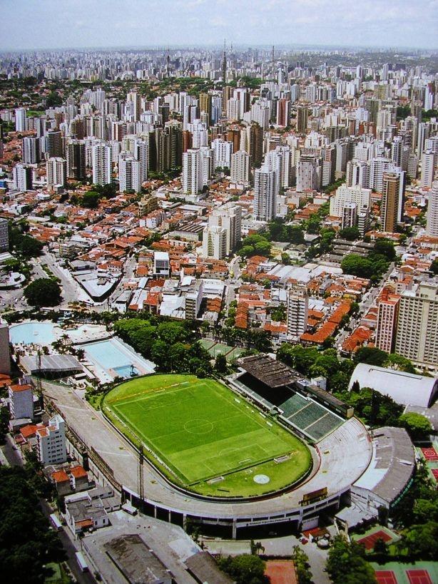 Antigo Estádio Palestra Itália (Palmeiras)  No local está sendo construído o novo  estádio do clube.